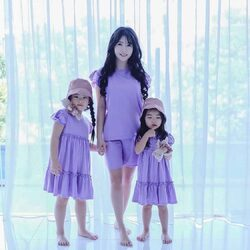 World latest favorite color : purple ! 💜💜 Do you love purple? Don't forget to shop our 'taro' color from Tealatte Collection 💜 . Steal Mommy @silviayangdinata & the girls look 😘 . #candybuttonbaby #momandkids #momanddaughter #kidsfashion #kidsclothing