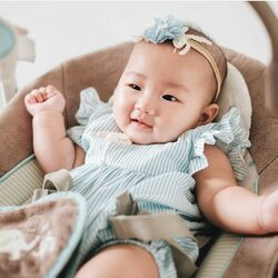 #candybuttonbaby : She is so cute wearing our Milan Set ! Thank you Mommy @cicitoko6 for sharing 😍😍😍 . #candybutton #candybuttonshop #kidsfashion #babyfashion #jualbajuanak #handmadeaccessory #babyheadband