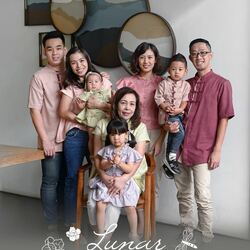 Proudly present .candybutton. Lunar Collection 2021 🏮🎋 Let's keep the tradition to show & teach our kids to respect the elders 🎋🎋 . P.S : thank you for all family to support us for this Chinese New Year's campaign ☺️ minus our Dad & Little Bro hahahaha . But we wish you can feel the family's warm 🏮🏮 . #candybutton #candybuttonshop #lunar2021 #chinesenewyear2021 #bajusincia #imlek2021 #bajusinciaanak #bajusinciakeluarga